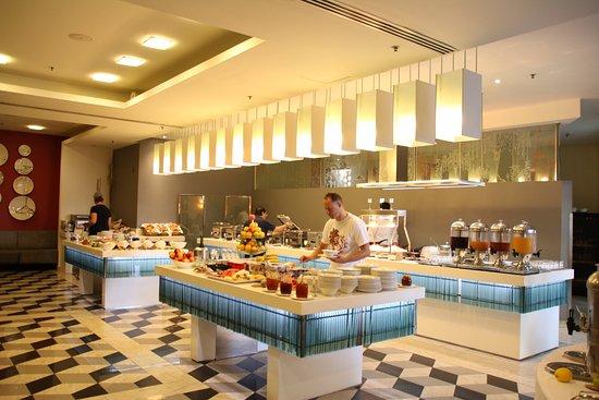 The Palace: Kahvaltıda çeşitler zengindi