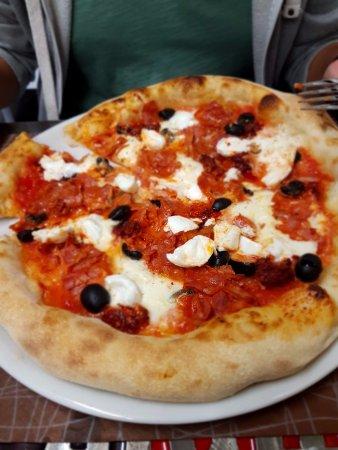 Cesano Boscone, Italy: pizza DIVINA