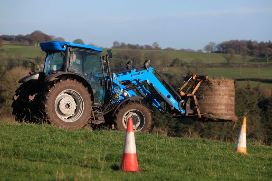 Dumfries ve Galloway, UK: Tractor Driving at Kirkwood