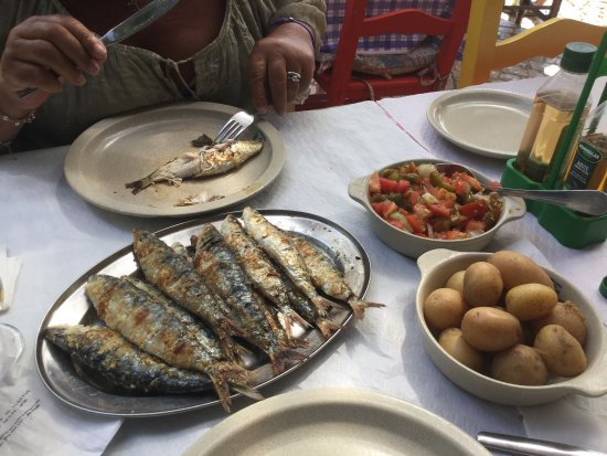 Ze Morgadinho: Very good sardines, with fat, the house wine also very good, beware, always check the final chec
