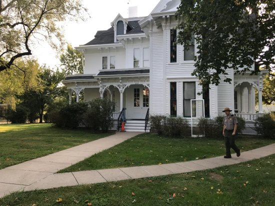 Independence, MO: front of the Truman Home (and a Park Service guide)