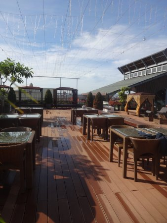 The ONE Legian: Relaxing area in roof top
