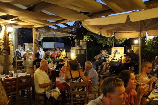 Vamos, Greece: greek night