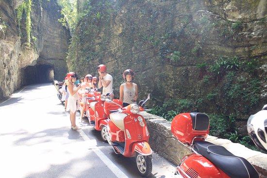 Sona, Ιταλία: Uphill to Tremosine