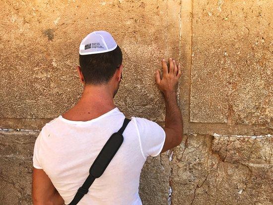 Mur des lamentations : praying on the western wall
