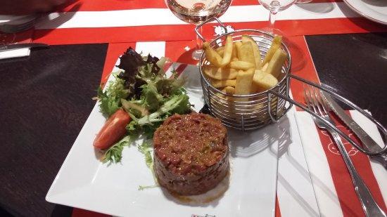 Perols, Frankrig: Une franchise qui tient la route,  l'intérieur est dans le thème ,une cuisine ou les viandes son