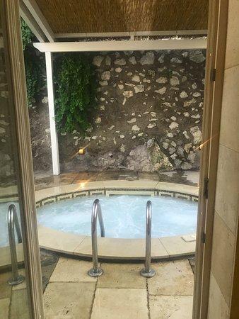 Villa Marina Capri Hotel & Spa: View from the bathroom