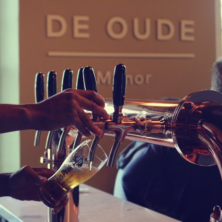 Bellville, África do Sul: Craft Beer Taps at De Oude Manor.
