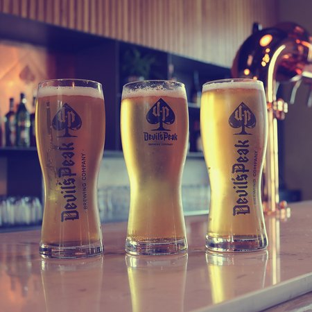 Bellville, แอฟริกาใต้: A selection of Devil's Peak Craft Beer is available on tap.