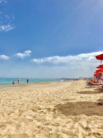 Adele, กรีซ: Roulis Beach Bar