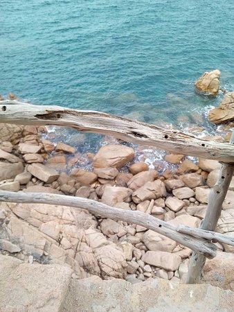 Costa Paradiso, Italia: Un mare bellissimo
