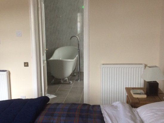 Leadhills, UK: Room 3 with lovely en-suite bathroom.