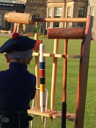 Auchterarder, UK: На территории есть две зоны для игры в крикет.