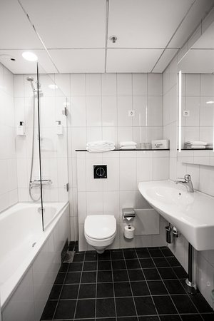 Scandic Infra City: Bathroom with bathtub in Standard room