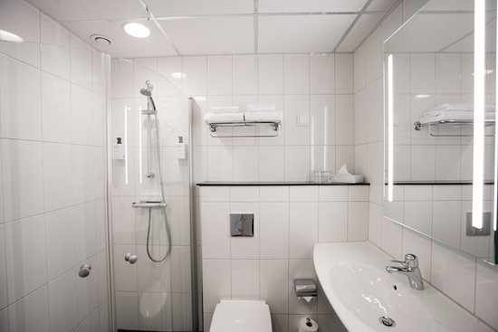 Scandic Infra City: Bathroom with shower in Standard room