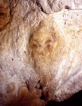 Meyrals, فرنسا: Visage d'env 15.000 ans et de face ! Même les Égyptiens font tout de profil. Vraiment exceptionn