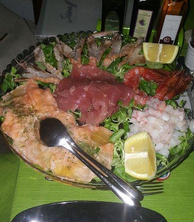 Crudo di mare picture of small cucina and more san for Albanese arredamenti san cesario lecce