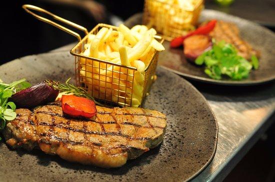 Cwmbran, UK: Succulent steaks