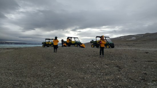 Arctic Watch Lodge: Troublesome John Deere Gators