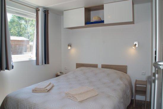 """Cogolin, Francia: Chambre en mobil-home """"Newa"""""""