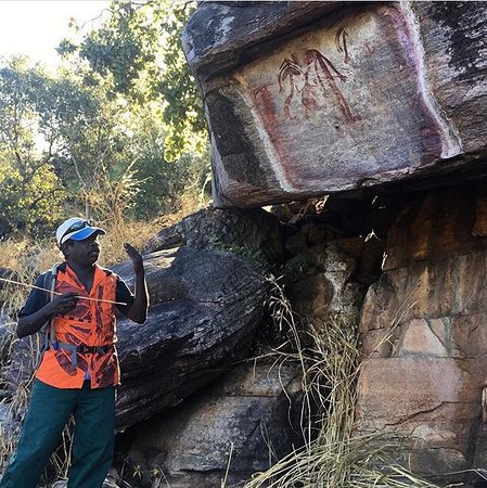 Territorio del Norte, Australia: Roland on our guide for the Injalak Rock Art Tour