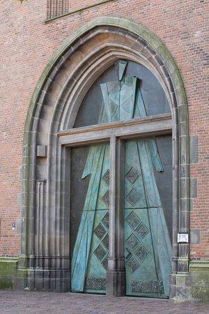 """Onze-Lieve-Vrouwetoren: The newish """"pilgrims"""" door at the tower"""