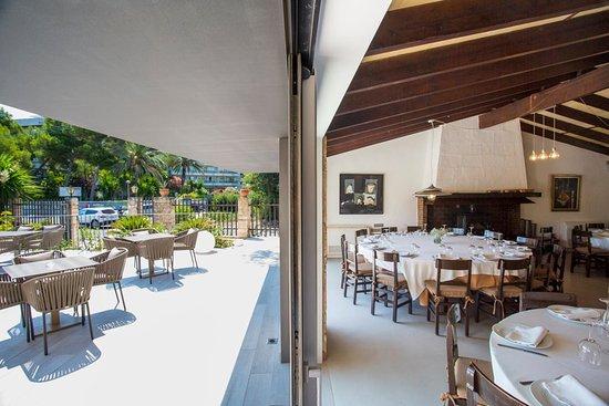 Los Patos Restaurant: Perspectiva del salón y de la terraza posterior