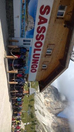 Val Gardena, Italien: coda alla cassa per forcella sassolungo
