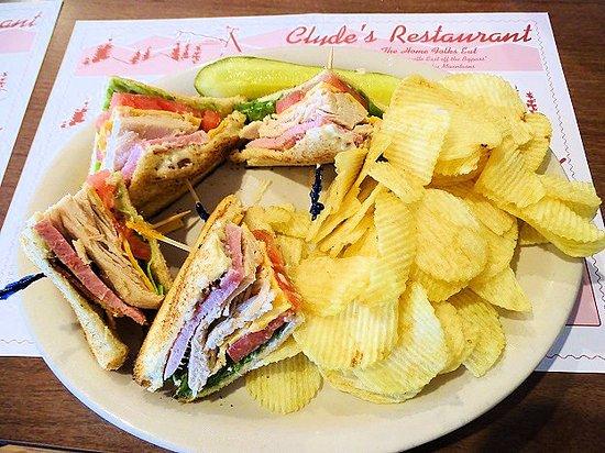 Clyde's Restaurant: turkey club