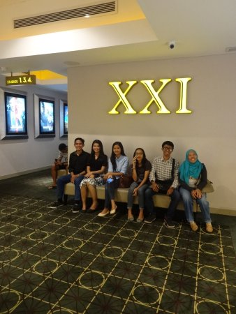 Tuban, Indonesia: Cineplex 21 waiting area