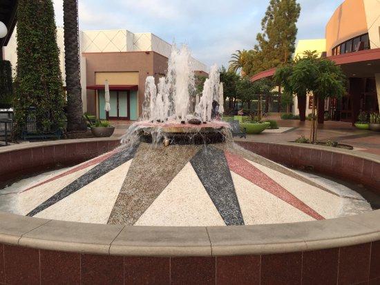 Cerritos, CA: 噴水池