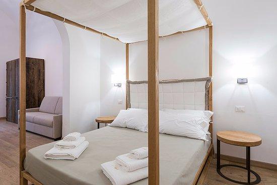 il letto a baldacchino rivisitato in chiave moderna in legno e ...