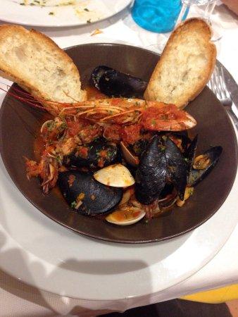 Isola d'Asti, อิตาลี: Zuppa di pesce davvero squisita! Da provare!!