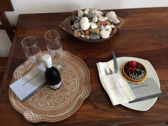 Santa Maria Village : Thank you for the Prosecco and delicious tart!