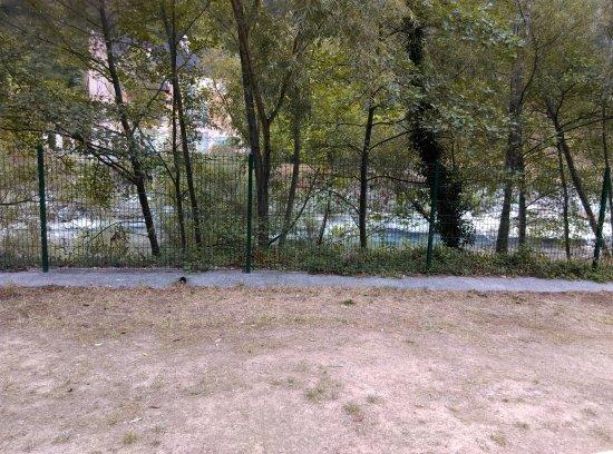 Breil-sur-Roya, Francia: vue de la terrasse converte sur la Roya