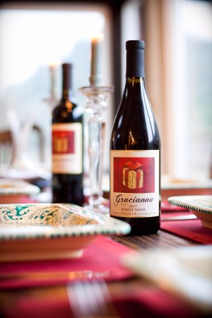 Healdsburg, Kalifornien: Gracianna Wines complement any dinner table.