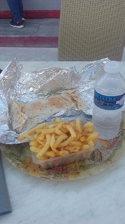 Lezignan-Corbieres, France: mon repas tacos frite eau