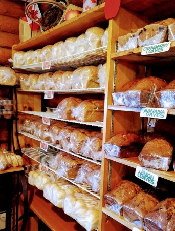 Boularderie, Canadá: Bakery offers great bread, fruit loaves and cookies