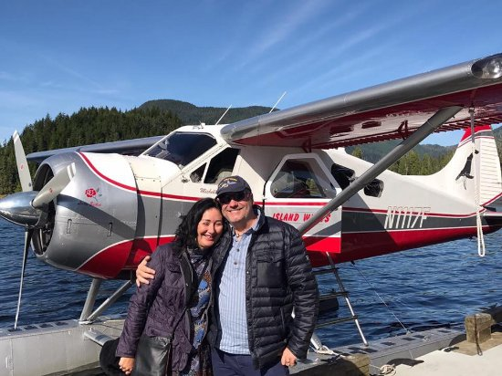 Island Wings Air Service: Ready for the bear tour