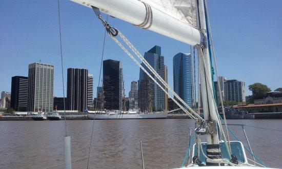 Llegando a Puerto Madero en velero