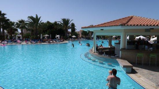 Avanti Hotel: Swim up bar