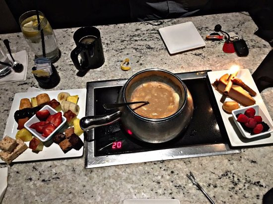Maple Shade, Nueva Jersey: Chocolate Fondue Dessert Course with Sweet Additions plate.