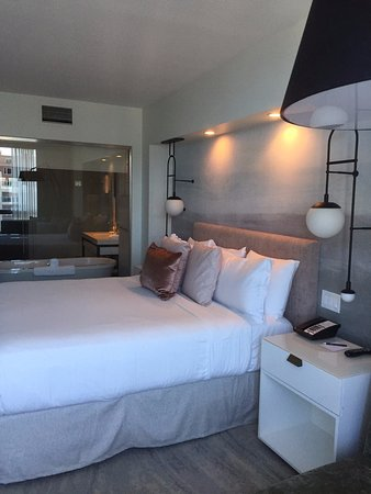 Loews Hotel 1000, Seattle: Deluxe Water View Room (10th floor) - king bed with glass wall into bathroom