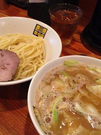 Nerima, Japonya: つけ麺。ジャンクな味ですが中毒になるくらい美味しいです。