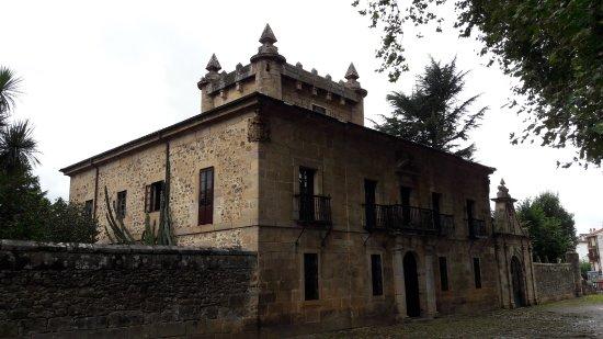 Palacio de Donadío, en Selaya