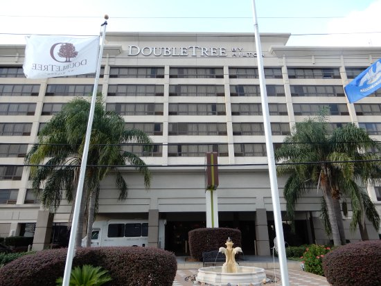 Doubletree by Hilton Hotel New Orleans Airport: Front of hotel faces south on veterans Blvd.