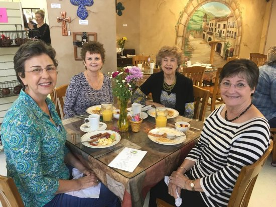 Friendswood, TX: Enjoying lunch and celebrating our volunteers!