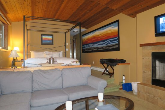 A Snug Harbour Inn: Atlantis Room