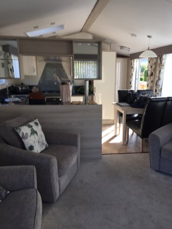 Burniston, UK: Very modern and comfortable lodge , excellent value for money , clean and spacious