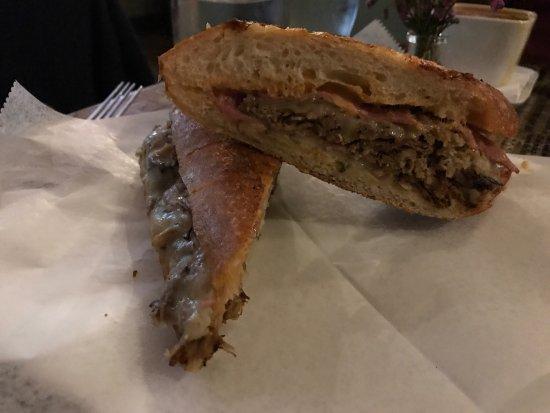 Waltham, MA: Gustazo Cuban Restaurant and Cafe